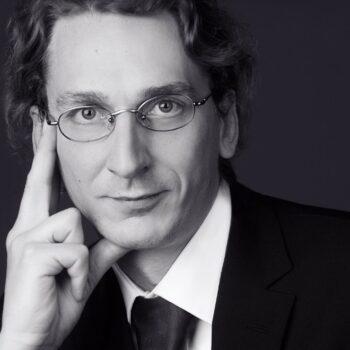 Dr. Igor Schnakenburg